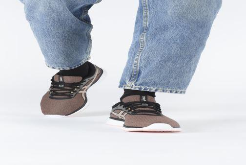 Chaussures de sport Asics Patriot 11 Twist Rose vue bas / vue portée sac