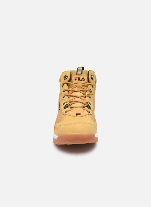 Baskets FILA Alpha Mid Marron vue portées chaussures