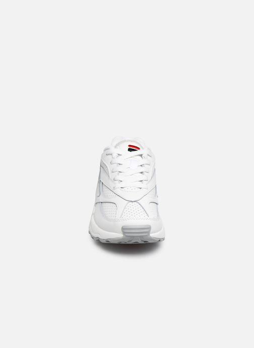 Baskets FILA V94M Low Wmn Blanc vue portées chaussures