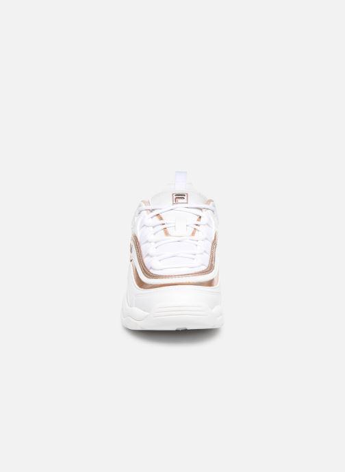 Baskets FILA Ray M Low Wmn Blanc vue portées chaussures