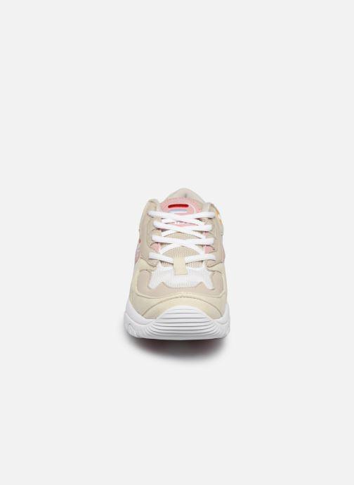 Baskets FILA Select Low Wmn Beige vue portées chaussures