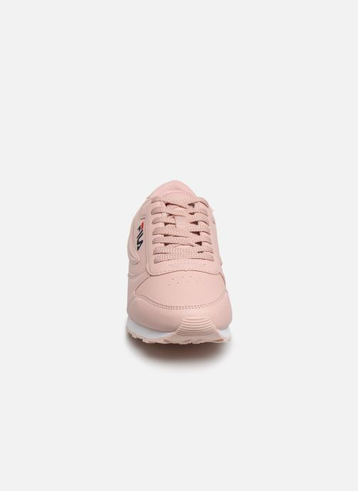 Baskets FILA Orbit Low Wmn Rose vue portées chaussures