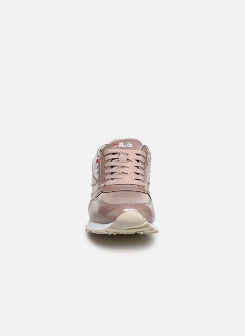 Baskets FILA Orbit F Low Wmn Rose vue portées chaussures