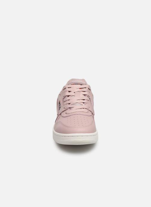Sneakers FILA Arcade L Low Wmn Rosa modello indossato