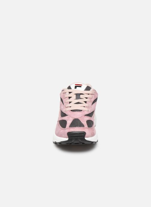 Baskets FILA V94M Low Wmn Rose vue portées chaussures