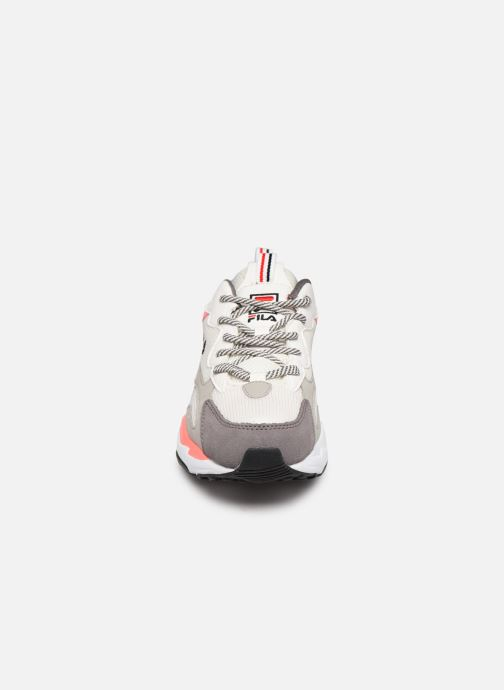 Baskets FILA Ray Tracer Wmn Gris vue portées chaussures
