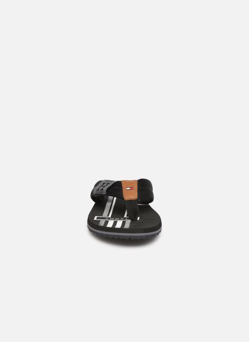 Tongs Tommy Hilfiger Badge Textile Noir vue portées chaussures
