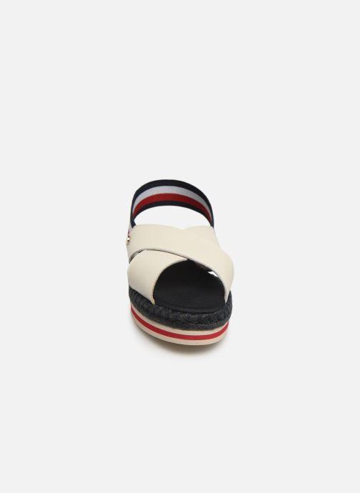 Sandales et nu-pieds Tommy Hilfiger Colorful Rope Flat S Blanc vue portées chaussures