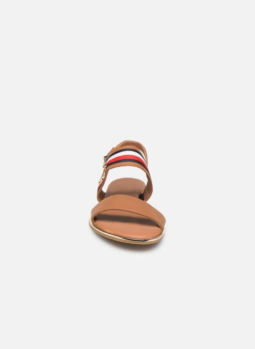Sandales et nu-pieds Tommy Hilfiger Flat Sandal C Marron vue portées chaussures