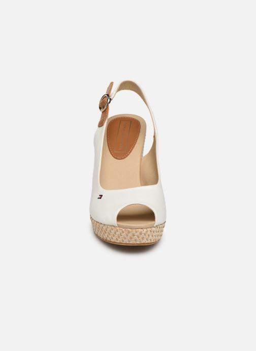 Sandales et nu-pieds Tommy Hilfiger Iconic Elena Blanc vue portées chaussures