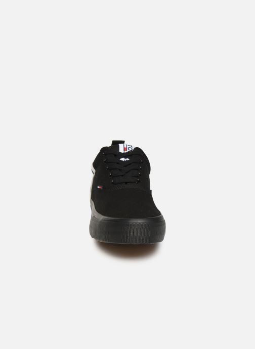 Baskets Tommy Hilfiger Logo Classic Tommy J Noir vue portées chaussures