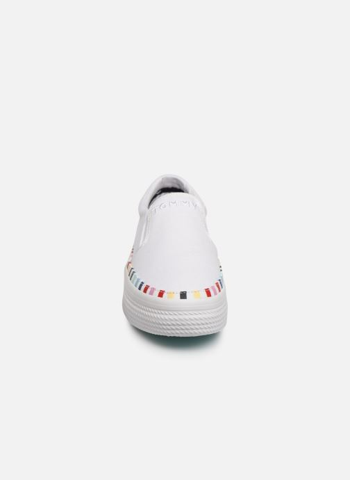 Sneakers Tommy Hilfiger Slip On Rainbow Flat Bianco modello indossato