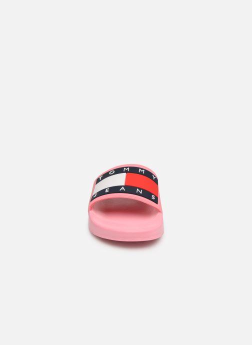 Clogs og træsko Tommy Hilfiger TOMMY JEANS FLAG POOL SLIDE W Pink se skoene på