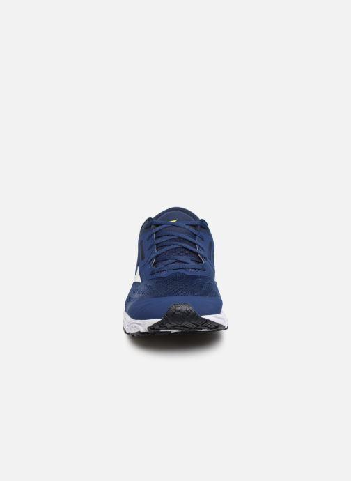 Chaussures de sport Mizuno Wave Stream 2 Bleu vue portées chaussures