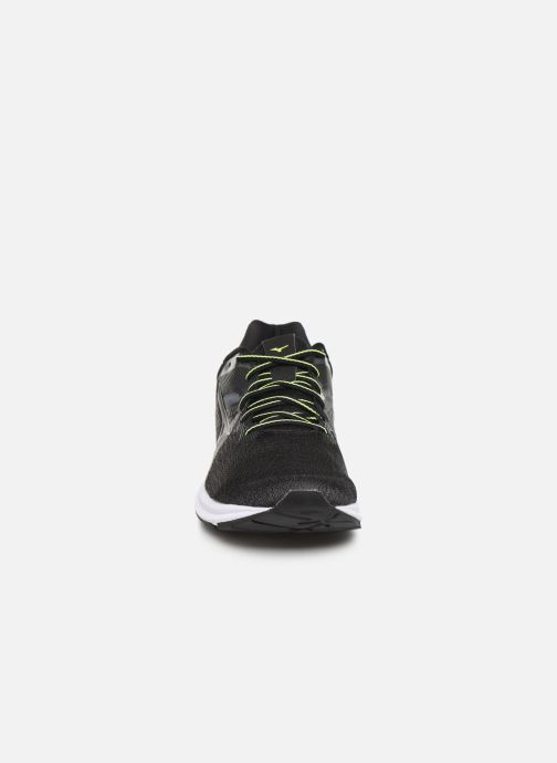 Chaussures de sport Mizuno Wave Kizuna Noir vue portées chaussures
