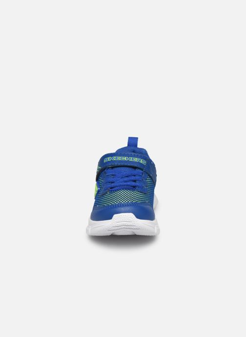Sneakers Skechers Advance Azzurro modello indossato