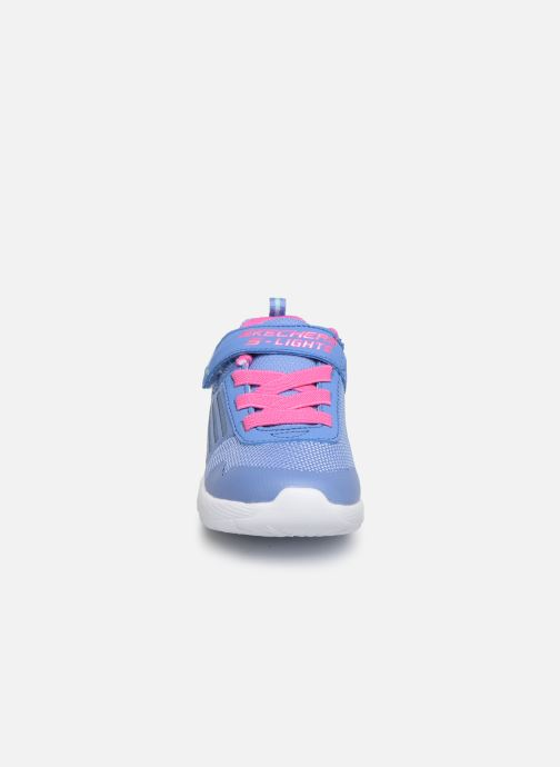 Sneakers Skechers Dyna-Lights Azzurro modello indossato
