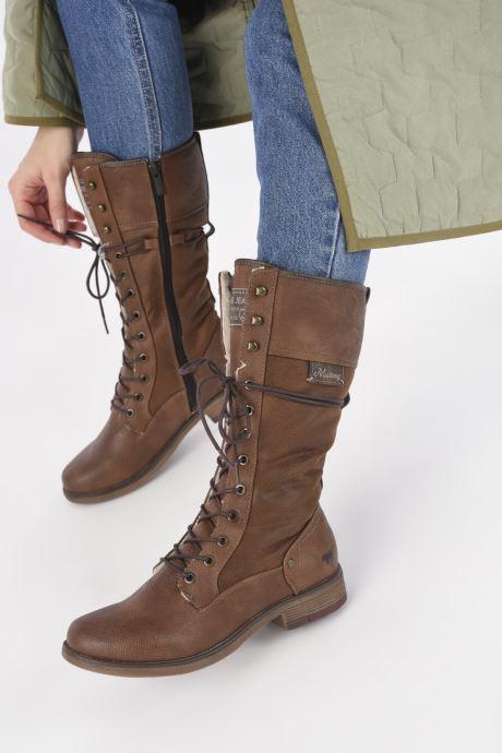 Stiefel Mustang shoes Josefi braun ansicht von unten / tasche getragen