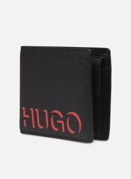 Petite Maroquinerie Hugo VICTORIAN WALLET 4 CC Noir vue portées chaussures