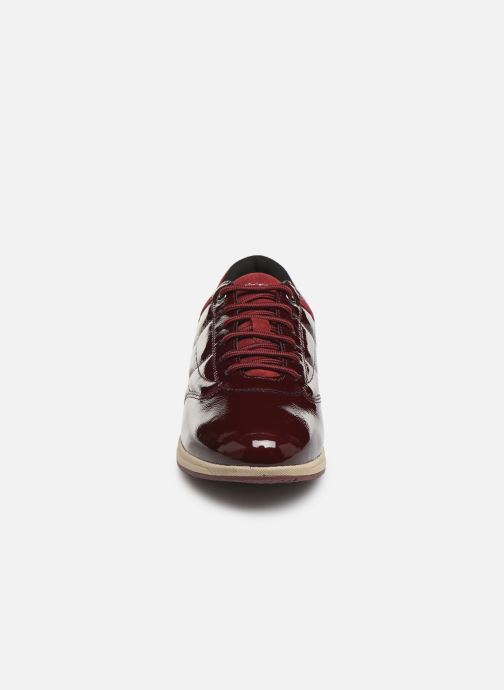 Baskets Geox D AVERY Rouge vue portées chaussures