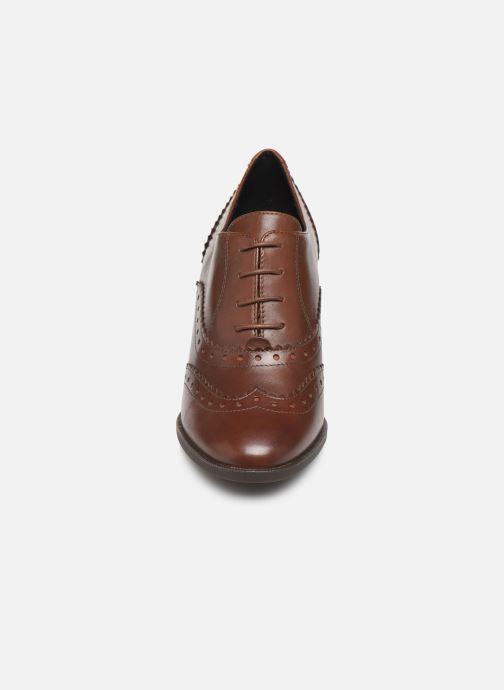 Chaussures à lacets Geox D JACY HIGH Marron vue portées chaussures
