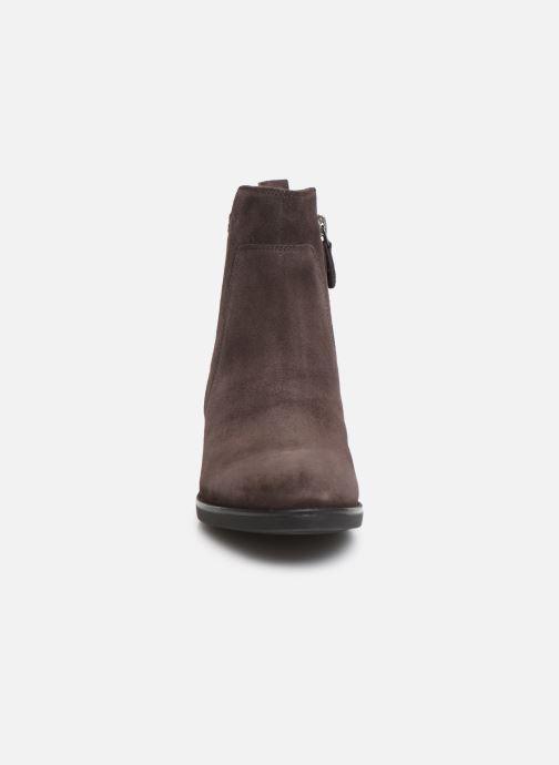 Boots en enkellaarsjes Geox D FELICITY Bruin model