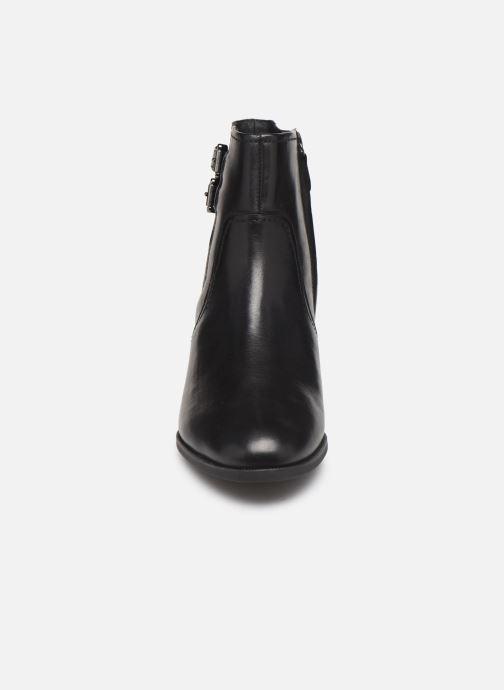 Boots en enkellaarsjes Geox D JACY MID  2 Zwart model