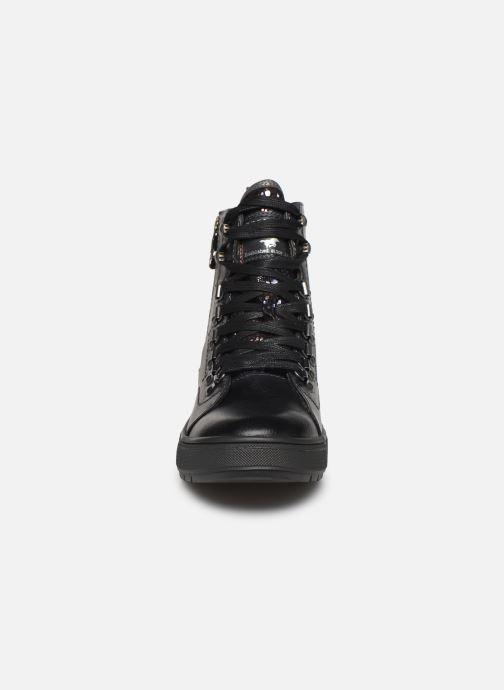 Baskets Mustang shoes Lauloi Noir vue portées chaussures