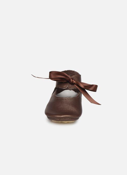 Chaussons Patt'touch Alienor Charles Ix Or et bronze vue portées chaussures
