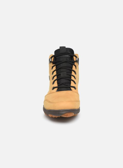 Sneakers Geox U NEBULA 4 X 4 B ABX Giallo modello indossato