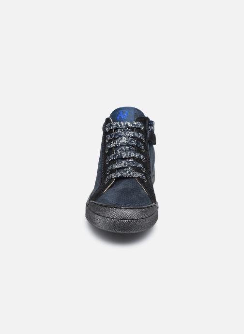 Sneakers Naturino Dord zip Azzurro modello indossato