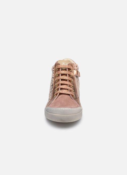 Sneaker Naturino Dord zip rosa schuhe getragen