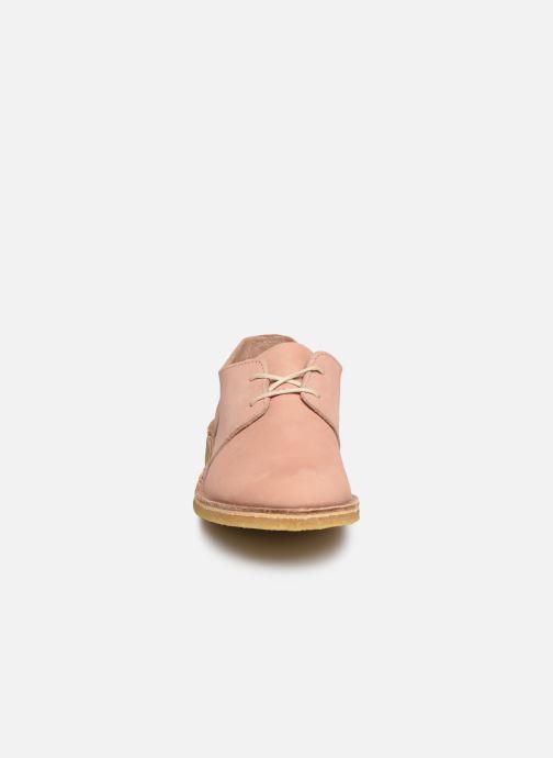 Scarpe con lacci Kickers Talia Rosa modello indossato