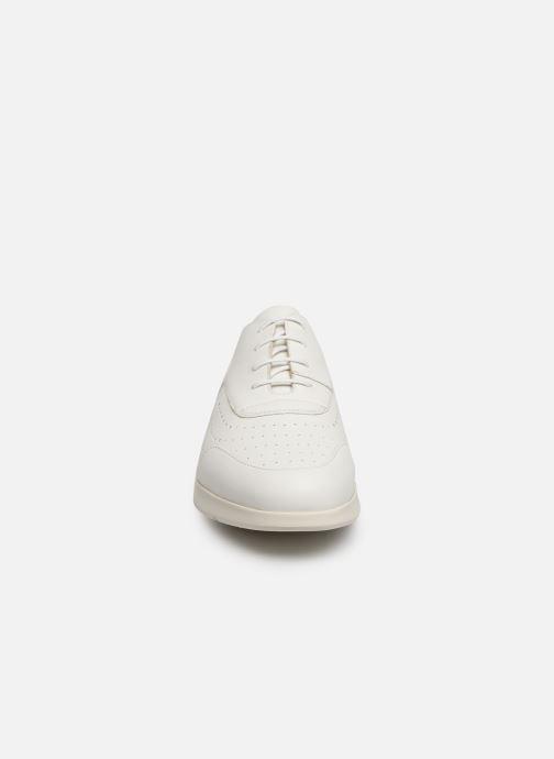 Scarpe con lacci Geox D ARJOLA C D92DHC Bianco modello indossato