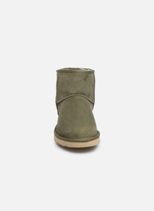 Bottes UGG M Classic Mini Vert vue portées chaussures