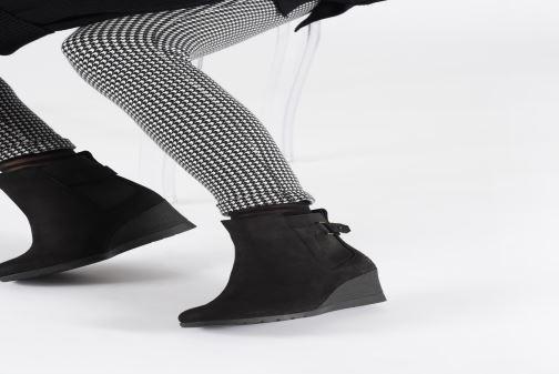 Bottines et boots UGG W Indra Noir vue bas / vue portée sac