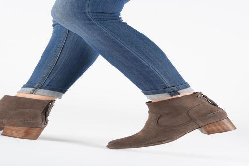 Bottines et boots UGG W Bandara Ankle Boot Marron vue bas / vue portée sac