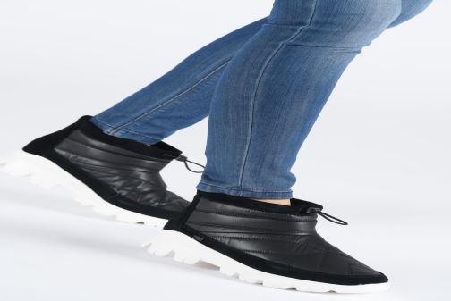 Chaussures de sport UGG W Centara Boot Noir vue bas / vue portée sac