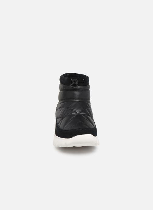 Chaussures de sport UGG W Centara Boot Noir vue portées chaussures