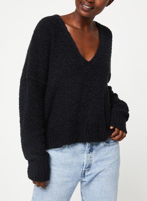 Pull - Finders Keepers V Neck