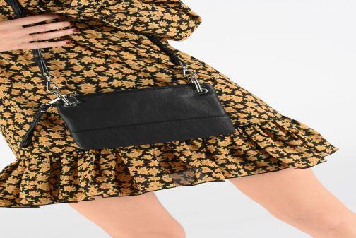 Handtaschen Bianco BIAJANE Crossover Clutch schwarz ansicht von unten / tasche getragen