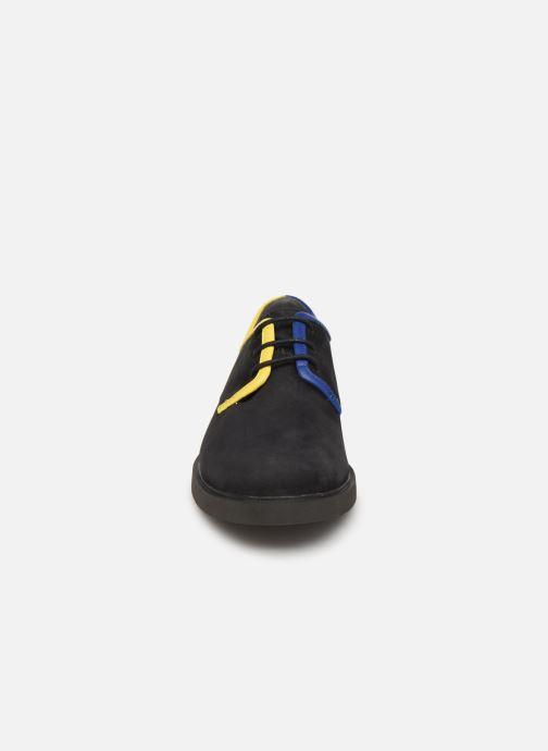 Scarpe con lacci Camper TWS K200899 Nero modello indossato