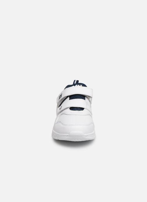 Sneakers Xti 56793 Bianco modello indossato