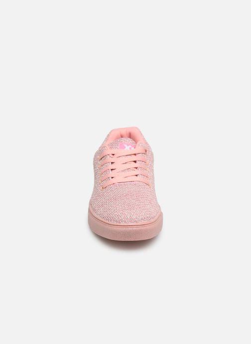 Sneakers Xti 56799 Rosa modello indossato