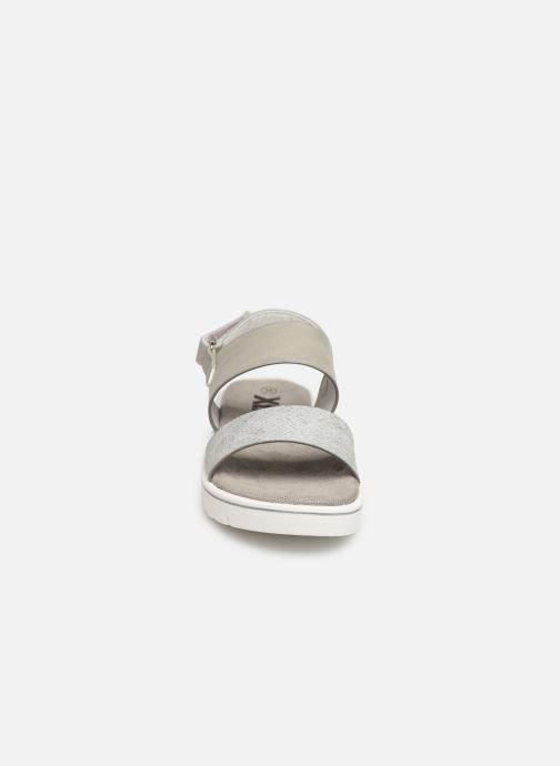 Sandali e scarpe aperte Xti 56684 Grigio modello indossato