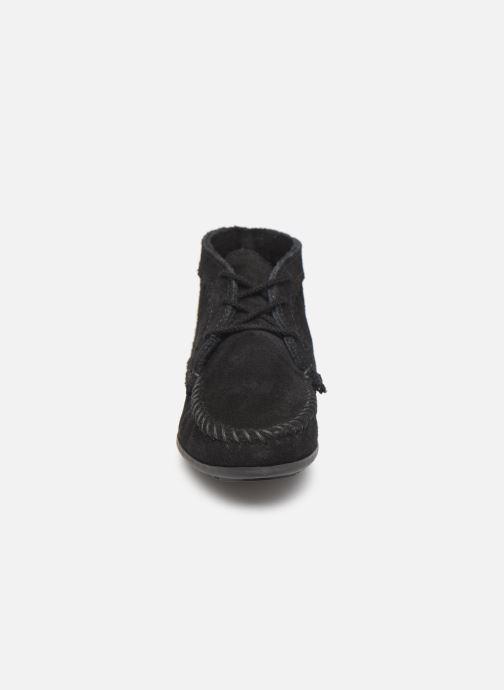 Bottines et boots Minnetonka Suede Ankle Boot Noir vue portées chaussures