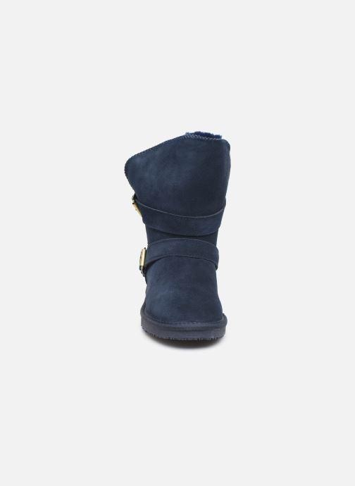 Stivaletti e tronchetti Minnetonka Abey Azzurro modello indossato