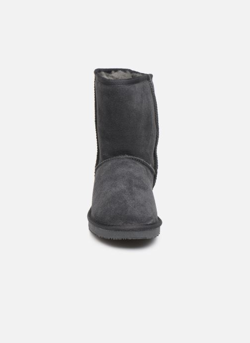 Bottes Minnetonka Adika Gris vue portées chaussures