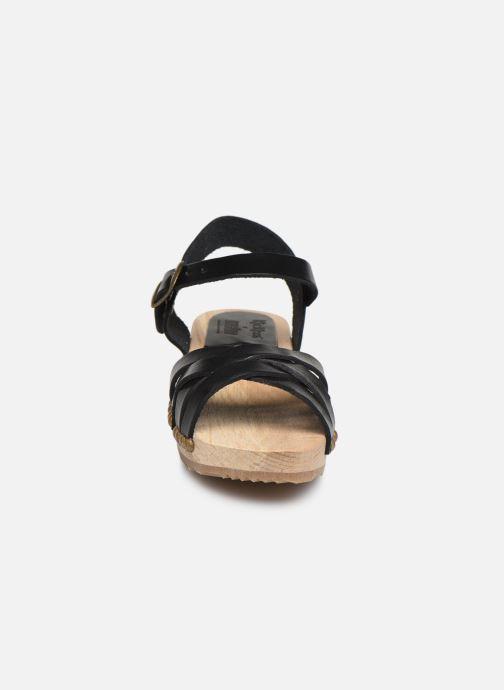 Sandali e scarpe aperte Kickers Solar Nero modello indossato