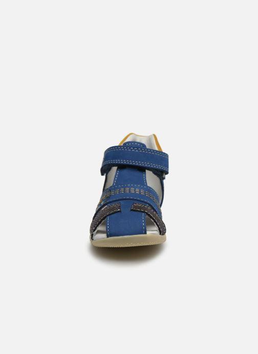 Sandali e scarpe aperte Kickers Bonus Azzurro modello indossato